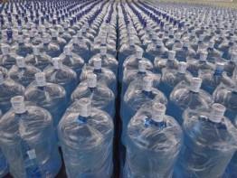 桶装水的水源是不是自来水?一般取自哪里?